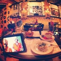12/3/2012 tarihinde artemkamovichziyaretçi tarafından BelochkaБар'de çekilen fotoğraf