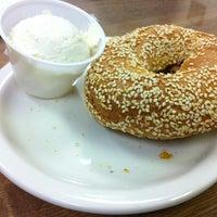 รูปภาพถ่ายที่ Weiss Deli and Bakery โดย krismon เมื่อ 2/24/2013