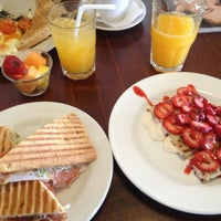 Foto tomada en Rico's Café Zona Dorada por Gonz P. el 6/16/2013