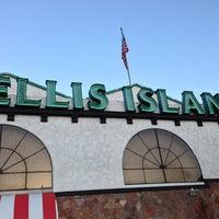 Foto diambil di Ellis Island Casino & Brewery oleh Jac pada 3/12/2013