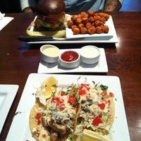 Foto scattata a Rehab Burger Therapy da Yui K. il 12/28/2012
