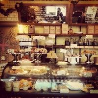 1/12/2013 tarihinde Adrienne D.ziyaretçi tarafından One Shot Cafe'de çekilen fotoğraf