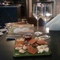Снимок сделан в Vintage Boutique Wine Cellar пользователем Maria R. 9/24/2012