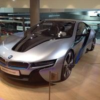 Foto tirada no(a) BMW Welt por Vsevolod O. em 10/18/2013