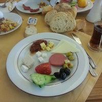 รูปภาพถ่ายที่ Soyic Hotel โดย Okan Ç. เมื่อ 11/16/2012