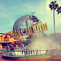 3/28/2013 tarihinde Gleb N.ziyaretçi tarafından Universal Studios Hollywood Globe and Fountain'de çekilen fotoğraf