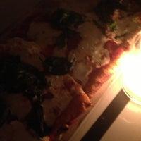 รูปภาพถ่ายที่ 180 Neapolitan Eatery โดย Alexa R. เมื่อ 4/12/2013