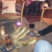 9/29/2013 tarihinde Davidziyaretçi tarafından The Lodge Bar + Grill'de çekilen fotoğraf