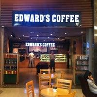 Photo prise au Edward's Coffee par Bora N. le11/25/2012