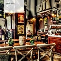 Photo prise au Edward's Coffee par Bora N. le8/31/2013