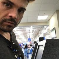 รูปภาพถ่ายที่ Walmart Supercenter โดย Luis N. เมื่อ 6/2/2018