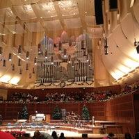 Das Foto wurde bei Louise M. Davies Symphony Hall von Hiroshi T. am 12/24/2012 aufgenommen