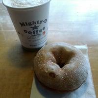 3/17/2013 tarihinde Kateziyaretçi tarafından Mighty-O Donuts'de çekilen fotoğraf