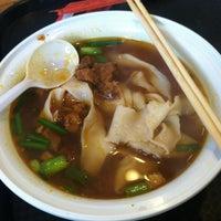 10/27/2012 tarihinde Wei P.ziyaretçi tarafından Xi'an Famous Foods'de çekilen fotoğraf