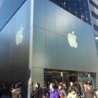 รูปภาพถ่ายที่ Apple Ginza โดย sin_mey เมื่อ 2/10/2013