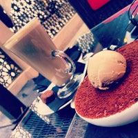 Снимок сделан в Emporio Armani Café- The Pearl Qatar пользователем H M D 1/9/2013