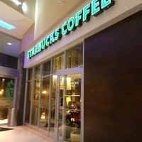 Das Foto wurde bei Starbucks von Moises N. am 8/31/2013 aufgenommen