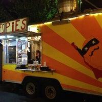 Photo prise au Whiffies Fried Pies par Charles A. le9/8/2013
