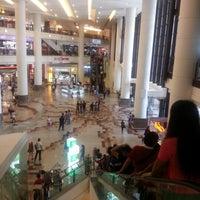 รูปภาพถ่ายที่ Berjaya Times Square โดย Ridzuan A. เมื่อ 5/11/2013
