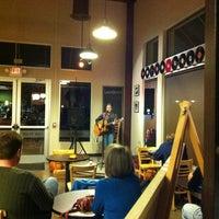 Foto tirada no(a) Roots Coffeehouse por Ryan G. em 11/17/2012