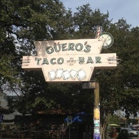 รูปภาพถ่ายที่ Guero's Taco Bar โดย Weird C. เมื่อ 12/7/2012