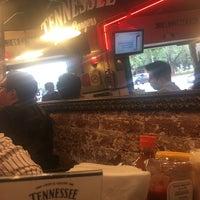 5/17/2019에 Eleazar G.님이 Tennessee Ribs & Burgers에서 찍은 사진