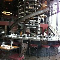 3/22/2013 tarihinde Joy C.ziyaretçi tarafından Purple Café & Wine Bar'de çekilen fotoğraf