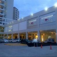 Foto tomada en Plaza Sol Luxury Hall & Business por Alex B. el 11/6/2012