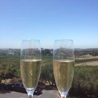 7/14/2013 tarihinde Cary M.ziyaretçi tarafından Artesa Vineyards & Winery'de çekilen fotoğraf
