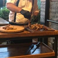 รูปภาพถ่ายที่ Bonfilet Steak House & Kasap โดย Deniz เมื่อ 7/18/2019