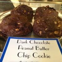 Foto tomada en Levain Bakery por Christina - E. el 10/26/2013