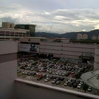 รูปภาพถ่ายที่ 1 Utama Shopping Centre (Old Wing) โดย Fahmy W. เมื่อ 11/6/2012