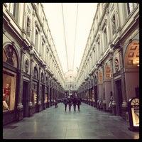 3/27/2013 tarihinde Brandon N.ziyaretçi tarafından Galeries Royales Saint-Hubert / Koninklijke Sint-Hubertusgalerijen'de çekilen fotoğraf