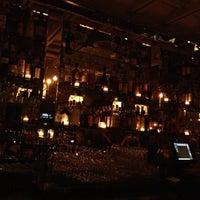 Photo prise au The House Brasserie par Kerry B. le11/15/2012