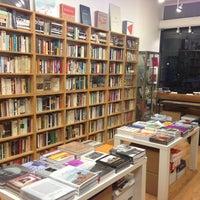 Foto tirada no(a) Mast Books por harryh em 6/22/2013
