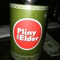 Снимок сделан в Lancers Cocktail Lounge пользователем Jesse B. 8/11/2011
