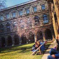Foto diambil di Universität Wien oleh Kristine J. pada 3/5/2013