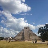 Foto tomada en Zona Arqueológica de Chichén Itzá por Monse A. el 12/2/2012