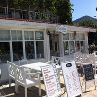 Foto scattata a Paprika Cafe da Elif K. il 9/14/2012