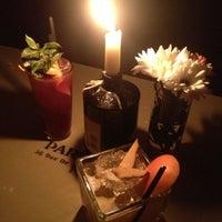 7/20/2013 tarihinde Alicia V.ziyaretçi tarafından Looking Glass Cocktail Club'de çekilen fotoğraf