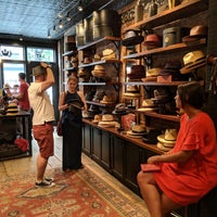 รูปภาพถ่ายที่ Goorin Bros. Hat Shop - West Village โดย Ilian G. เมื่อ 7/1/2018