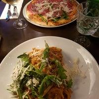 Foto diambil di Pizzeria Piccola L'Originale oleh Désirée B. pada 8/12/2017