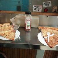 Снимок сделан в Jumbo Slice Pizza пользователем Mo G. 12/30/2012