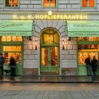 Das Foto wurde bei Gerstner K. u. K. Hofzuckerbäcker von GERSTNER Hospitality Group am 11/23/2016 aufgenommen