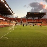 รูปภาพถ่ายที่ BBVA Compass Stadium โดย Charles C. เมื่อ 10/5/2013