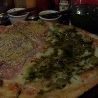 Foto tomada en Central de Pizzas por Evelyn C. el 11/1/2013