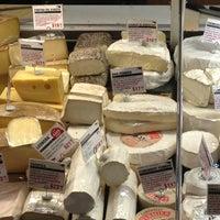 Foto tomada en Murray's Cheese por Véronique B. el 1/1/2013