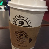 Foto diambil di The Coffee Bean & Tea Leaf oleh Donal P. pada 12/27/2016