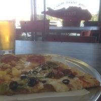 Foto scattata a Long Island Mike's Pizza da TheDL il 3/5/2016