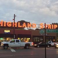 Снимок сделан в The Highland Strip пользователем Anthony C. 7/19/2018